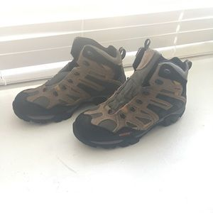 Hiking boots for man size 10